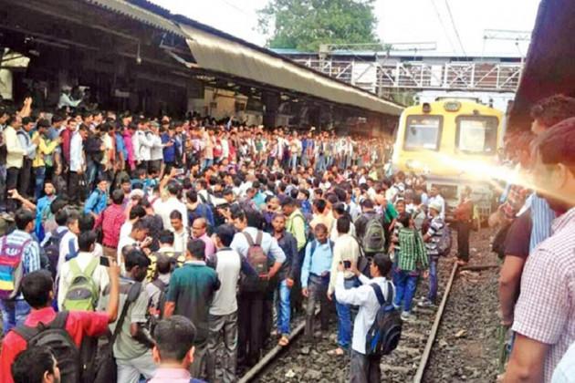1 63 ঠাকুরনগরে স্টেশনে বিজেপির (BJP) রেল অবরোধ